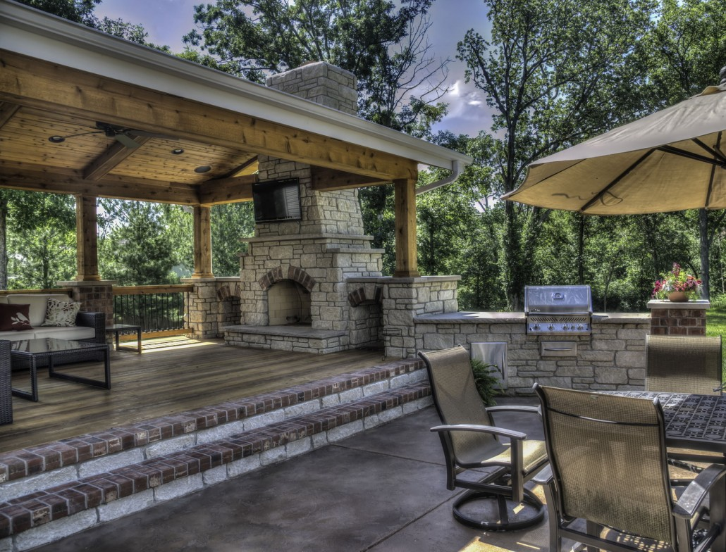 Outdoor living rooms screen rooms decks patios for Outdoor cooking area and fireplace