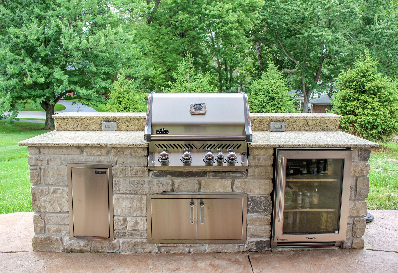 best outdoor grilling and beverage center that is convenient for any lifestyle